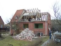 Bild 1 von Wieder wird ein altes Loogster Haus abgerissen