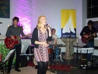 Bild 0 von Juist-Stiftung musste Konzert vom Pfarrgarten in Kirche verlegen