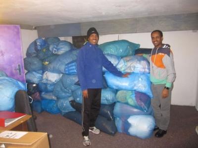 Bild 0 von Mehr als 70 Säcke mit Spendenwaren konnten übergeben werden