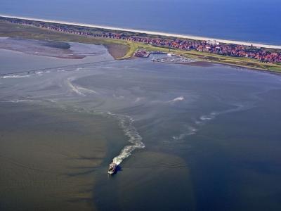 Bild 0 von Aktuelle Luftbilder vom Juister Watt und dem Hafen