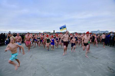 Bild 0 von Frisch und munter ins neue Jahr: Neujahrschwimmen auf Juist