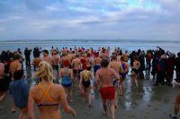 Bild 1 von Frisch und munter ins neue Jahr: Neujahrschwimmen auf Juist