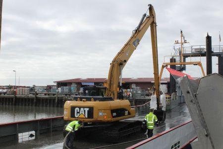 Bild 0 von Erste Baggeraktion machte Hafen für Saisonbeginn fit