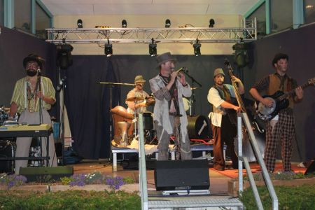 Bild 0 von The Les Clöchards in Concert auf dem Juister Kurplatz