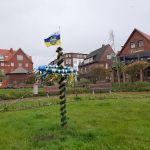 Bild 0 von Und der Maibaum steht doch auf dem Juister Kurplatz!!