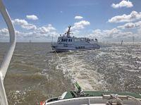 Bild 0 von Seenotretter von Juist bringen Fahrgastschiff sicher in den Hafen