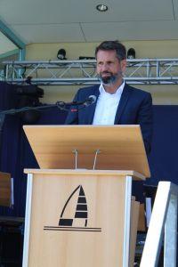 Bild 0 von Minister Lies: Riesenschiffe sollen weg von der Küste