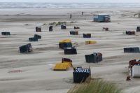 Bild 8 von Windhose über Juist richtete großen Schaden am Strand an