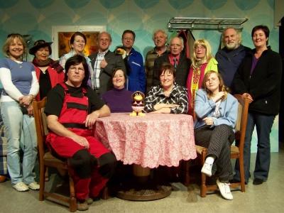"""Bild 0 von Theatergruppe führt ein """"Leven net as Robinson"""""""