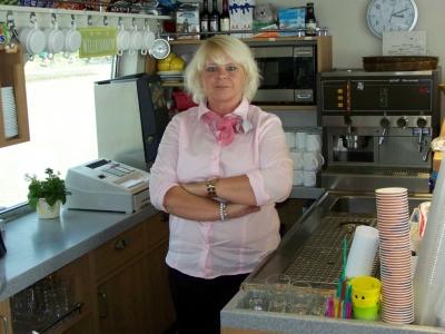 """Bild 0 von Joanna Strohoff führt Bordrestauration auf """"Frisia X"""" in Eigenregie"""