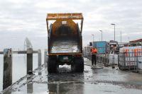 Bild 1 von Erste Baggeraktion machte Hafen für Saisonbeginn fit