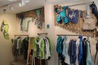 Bild 2 von Pino ist der Liebling in der neuen Aust-Boutique auf Juist
