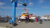 """Bild 2 von Rettungsboot """"Hans Dittmer"""" wurde an Land gesetzt"""