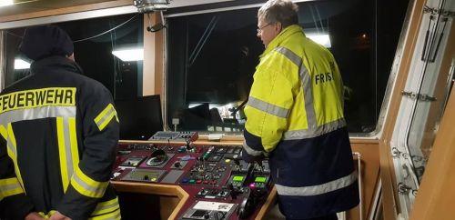"""Bild 0 von Feuerwehrübung auf """"Frisia II"""" bei Werftaufenthalt"""