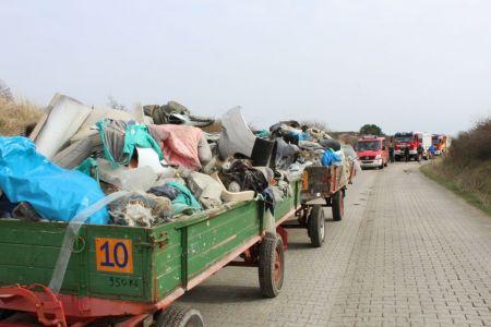 Bild 0 von Sechs volle Anhänger mit Müll wurden am Kalfamer entfernt