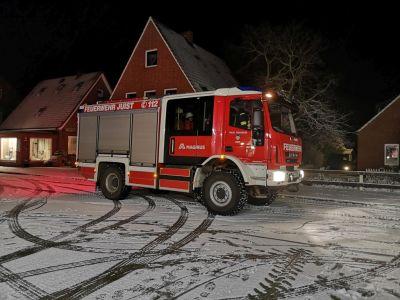 Bild 0 von Feuerwehr Juist bei nächtlichem Einsatz im Schnee