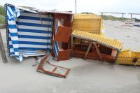 Bild 0 von Windhose über Juist richtete großen Schaden am Strand an